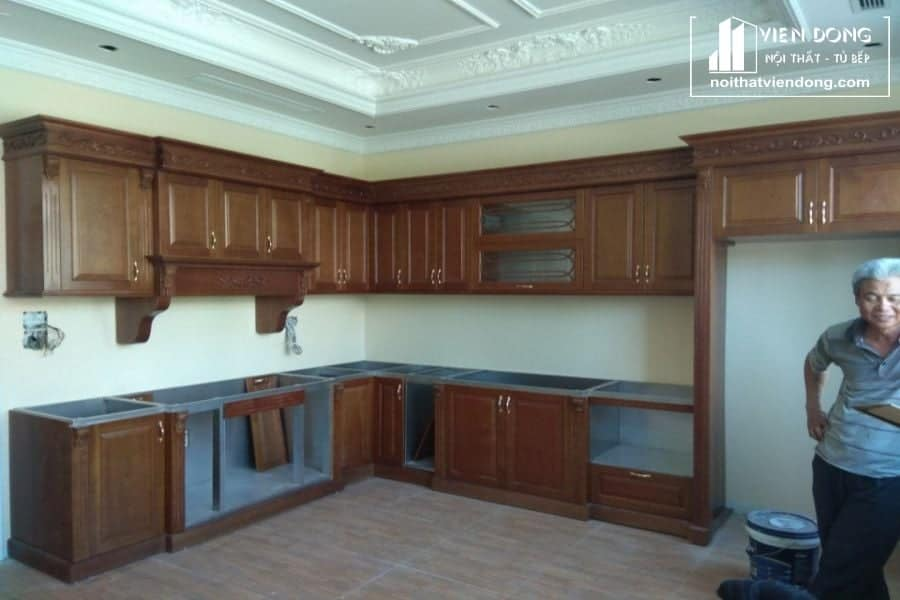 tủ bếp inox kết hợp cánh gỗ sồi