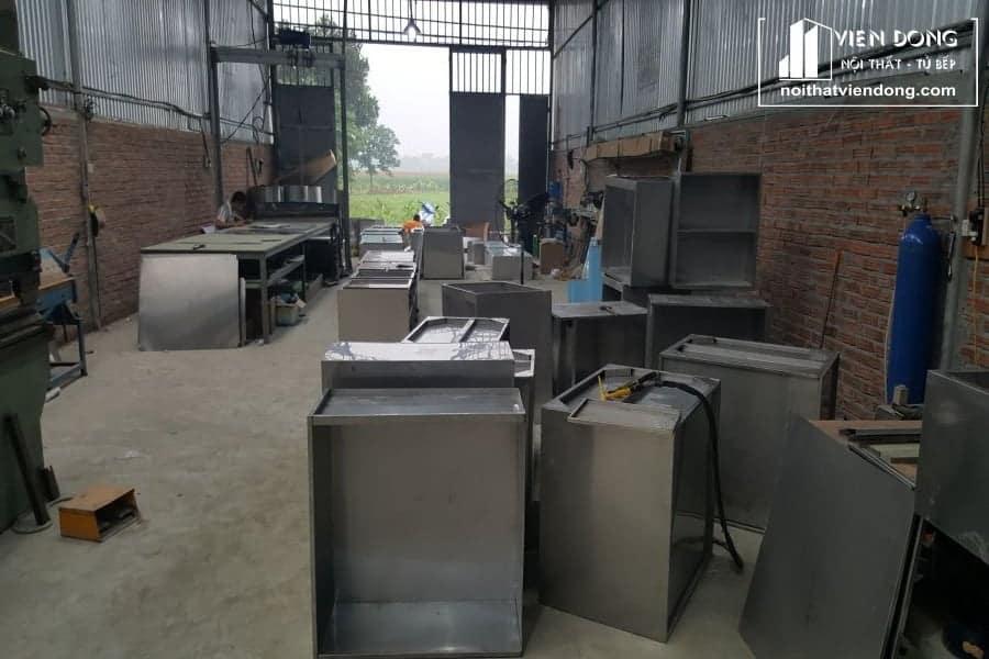 mẫu tủ bếp inox tại xưởng