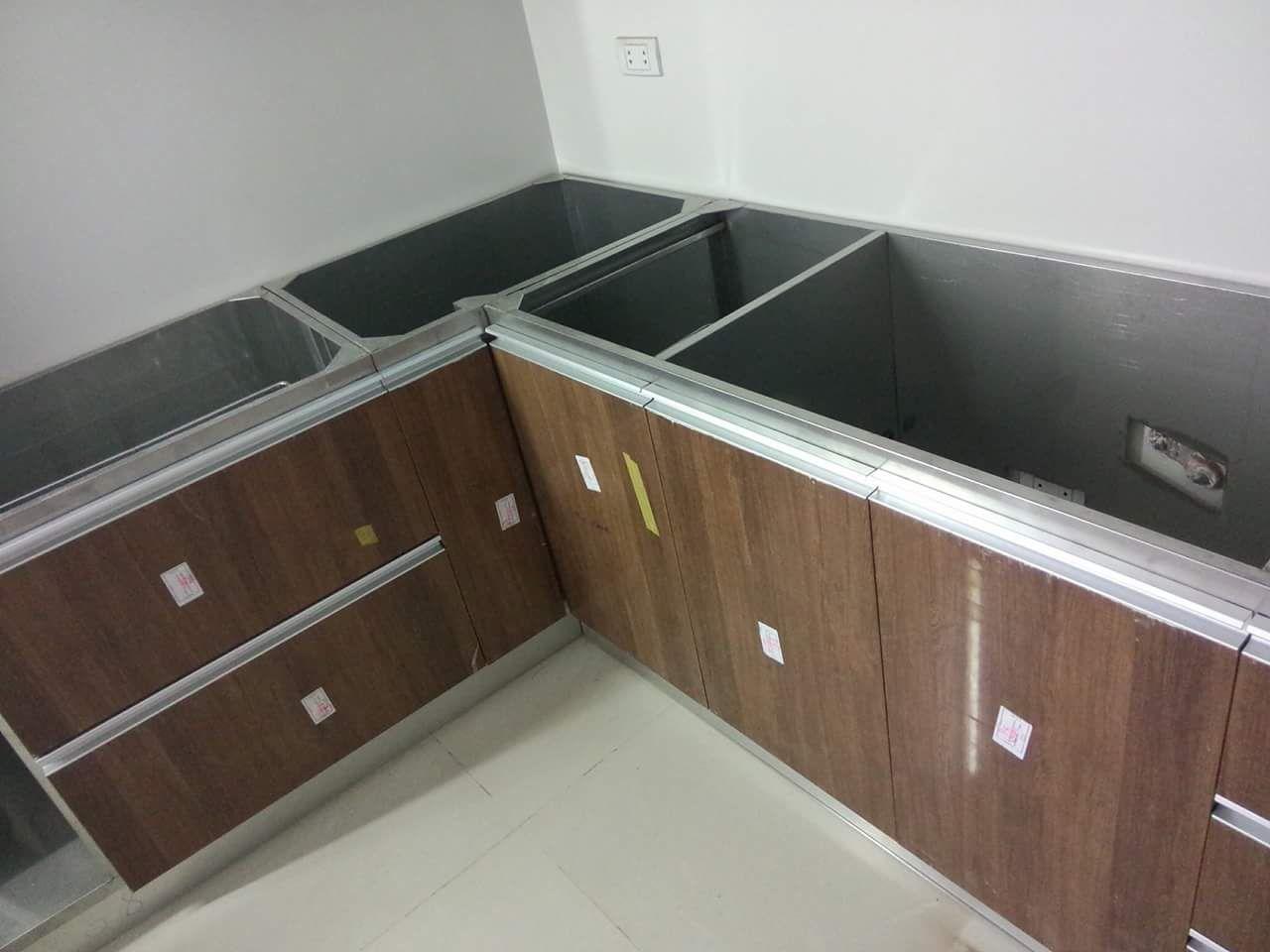 tủ bếp inox kết hợp cánh gỗ công nghiệp