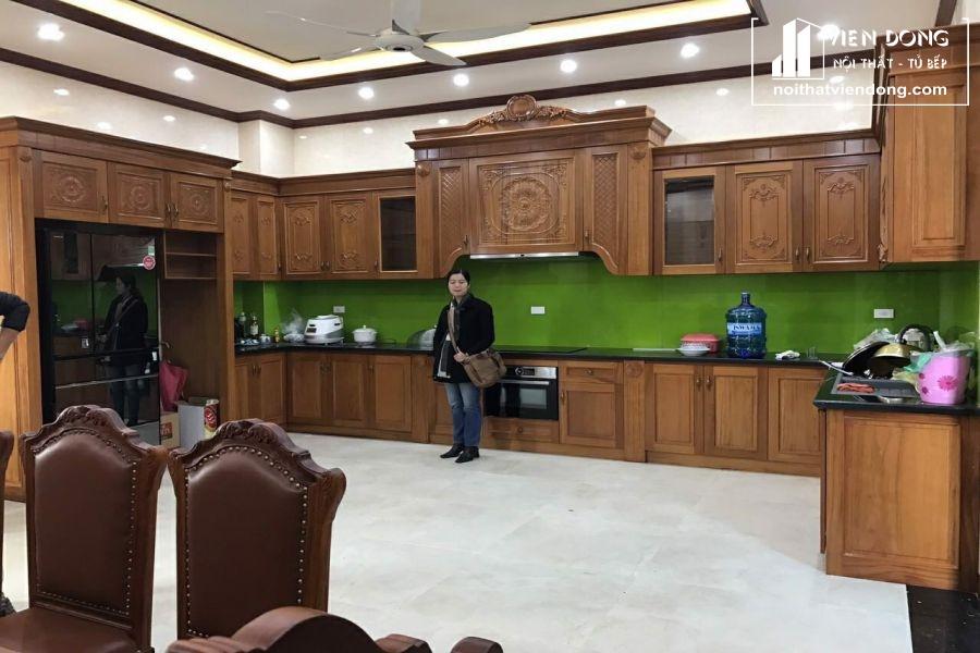 mẫu tủ bếp gỗ gõ đỏ đẹp 017
