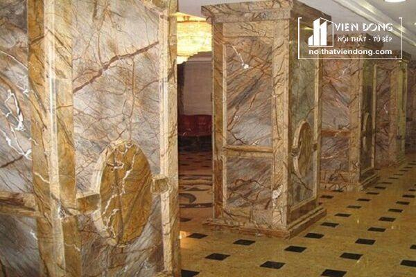 trụ được ốp đá marble