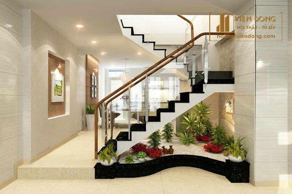 trang trí cầu thang bằng cây xanh