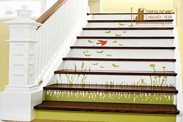 Trang trí cầu thang bằng giấy dán tường