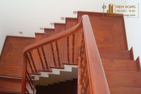 cầu thang gỗ lim chịu được điều kiện thời tiết khắc nghiệt
